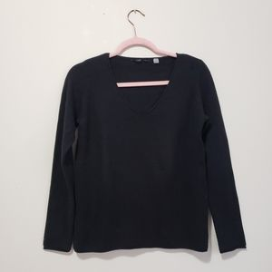 Tahari v-neck soft knit sweater roll hem black M